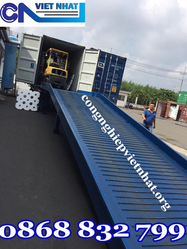 Mua cầu dẫn lên container